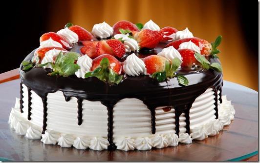 strawberry-cake-for-forlover-birthday[1]