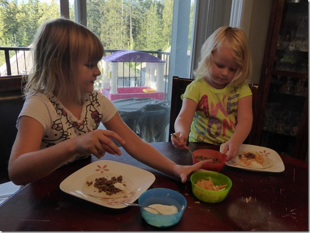 Emma & Brit make tacos - Guenette photo