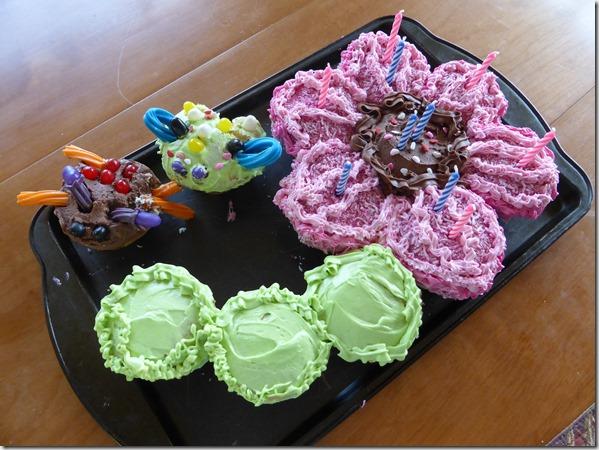 Cupcake flower cake - Guenette photo