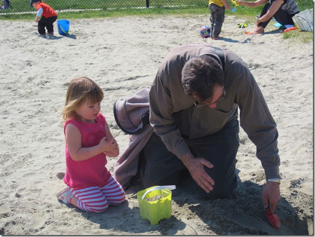 Bruce & Emma in the sand - Guenette photo
