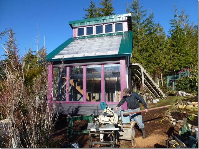 Multi-level solar greenhouse